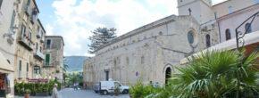 Tropea_Largo_Duomo_und_Cattedrale-800×445